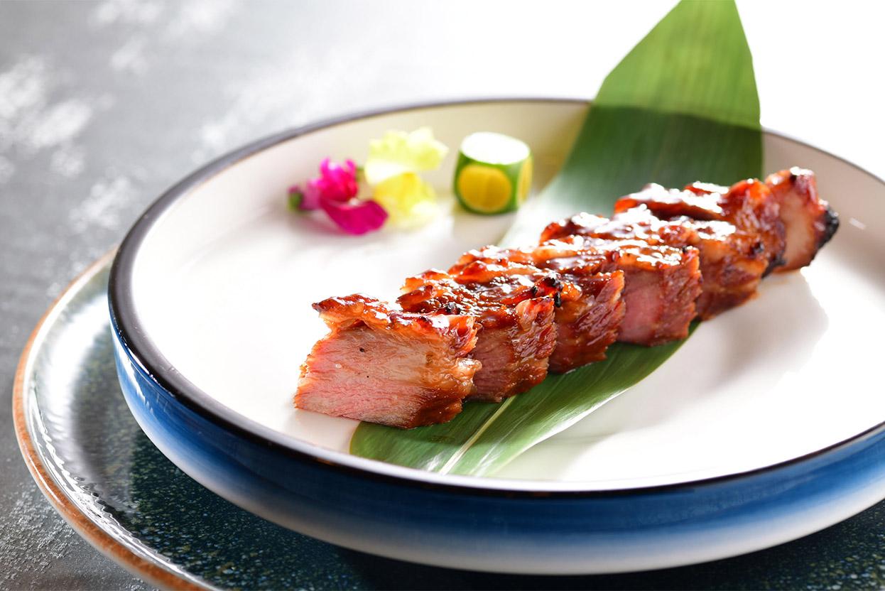 alva-gallery-dining-yat-heen-barbecued-beef-char-siu