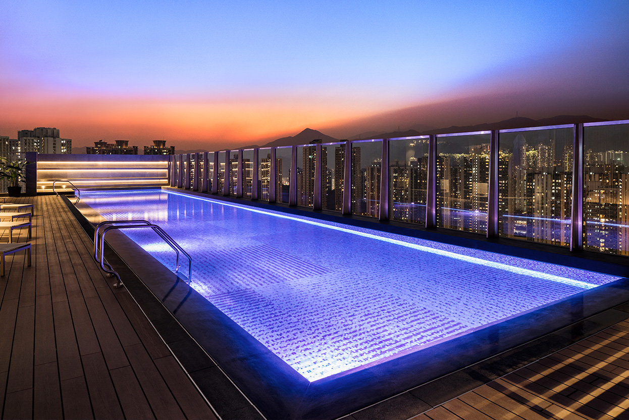 alva-gallery-wellness-display-rooftop-pool-night